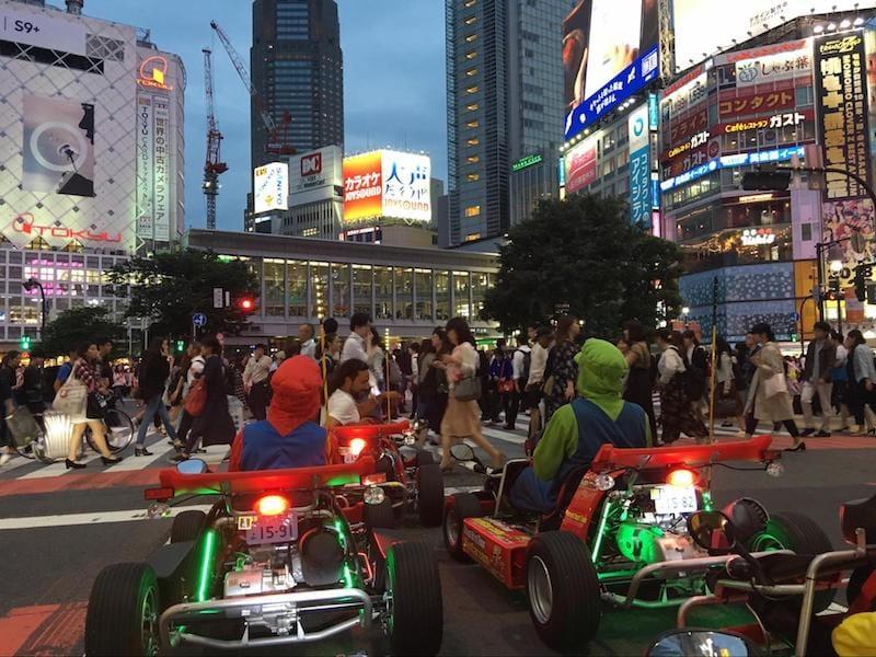 渋谷の交差点にて