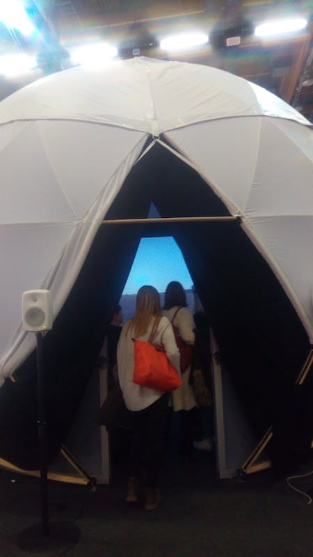▲カリブ海ブースに設置してあるドームの中では360度のパノラマ風景を体験できる