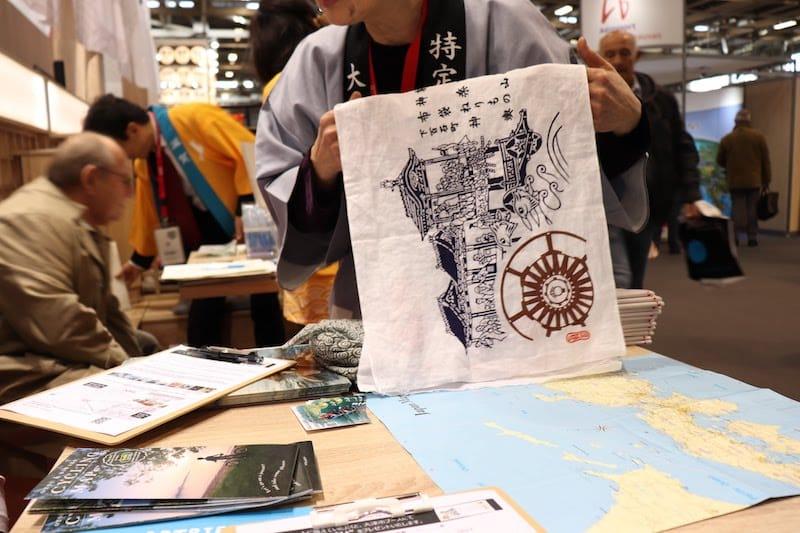 ▲大津市の伝統祭りに使用される曳き山があしらわれた手ぬぐい。プログラム参加者に配布されました