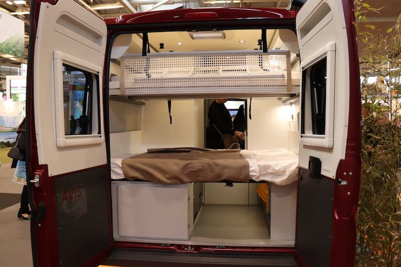 ▲2人用のミニバンタイプ。2段ベッドと簡易キッチンが備わっています