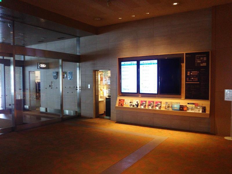 ▲入口付近の会合の電子案内版。バンケットルームも通常通り営業。