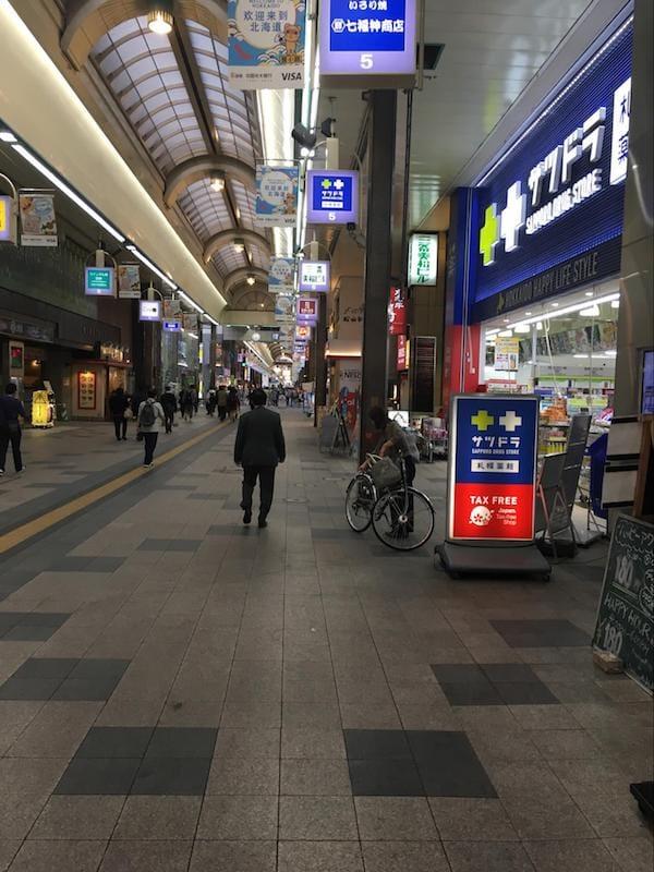 ▲震災後2日目閑散とした狸小路商店街/「道を歩けば外国人が必ず視界に入る」ほどだったが…