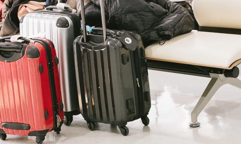 5位は、大きすぎる忘れ物「スーツケース・鞄」