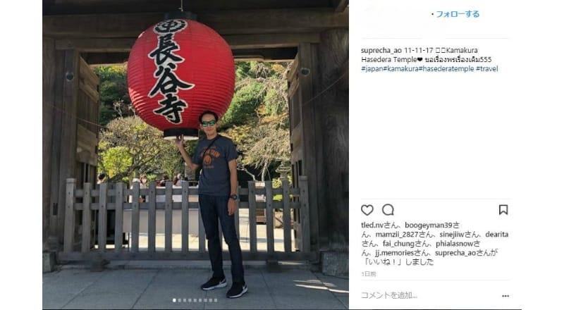 長谷寺の入り口付近で写真を撮影する訪日外国人が多数