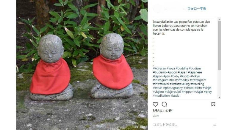 高野山を訪れる訪日外国人は仏像の写真を撮っている