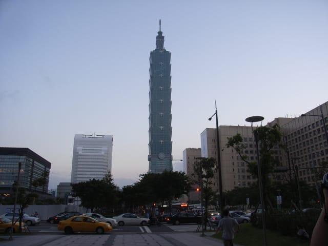 高層ビルの立ち並ぶ首都・台北